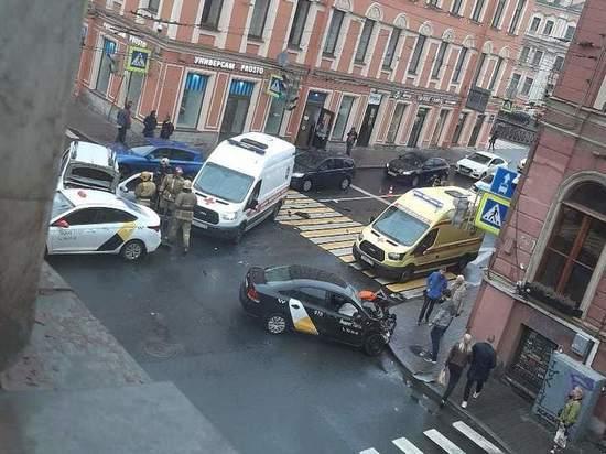 Пьяный таксист устроил массовую аварию на Гороховой улице