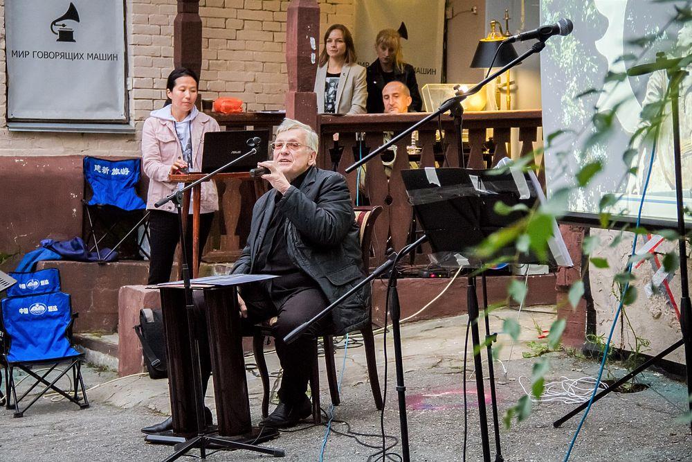 «Скоро кончится лето»: виниловый вечер памяти Цоя в Хабаровске