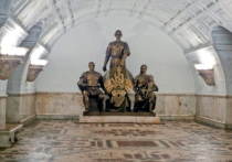 Чтобы сохранить скульптуру - символ братской республики, не нашлось денег