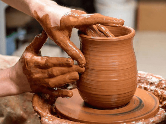 На Кубани детей-инвалидов обучат гончарному делу и цветоводству в обновленных мастерских