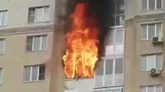 Полыхающую квартиру в подмосковном Пушкино сняли на видео