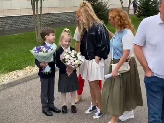 А Примадонна пожелала, чтобы первый класс обернулся выпускным
