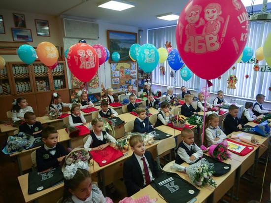 Из-за нехватки кабинетов детей запихнули в малюсенькие помещения