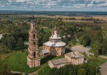 В этом году исполнилось ровно 250 лет со дня освящения Казанской церкви в селе Курба Ярославской области — уникального, не имеющего в мире аналогов по планировке 16-лепесткового барочного храма