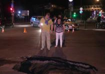 Делом о провалившемся под землю автомобиле на одной из улиц Астрахани займется следственный комитет и прокуратура