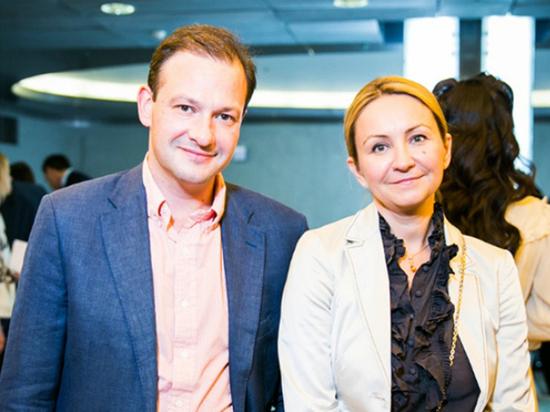 Жена телеведущего Сергея Брилева стала гражданкой Великобритании