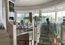 Осенью в московском метро могут заработать новые сервисы для пассажиров, в том числе инновационная система FacePay — с помощью нее можно будет по скану лица оплачивать проезд