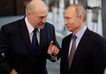 По выходным Александр Лукашенко играет в Рэмбо: позирует для фото с автоматом наперевес
