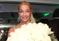 Танцовщица Анастасия Волочкова привела очередное доказательство для своих недругов о том, что в ее личной жизни все в порядке