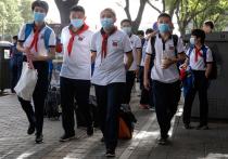 В свои классы и аудитории наконец – семь месяцев спустя – вернулись учащиеся в китайском Ухане, ставшем «родиной» пандемии COVID-19