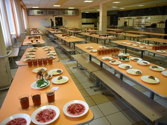 В Кирове скорректировали горячее питание в школах