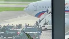 В аэропорту Минска заметили странный самолет с российской символикой