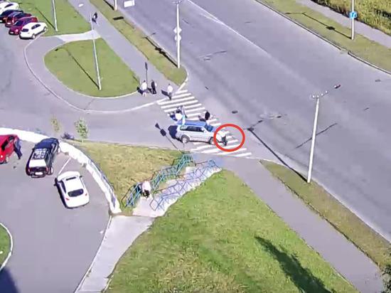 В Петрозаводске мужчину сбили прямо на пешеходном переходе. Видео