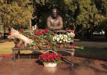 В центре Ставрополя открыли бронзовую скульптуру Андрея Джатдоева