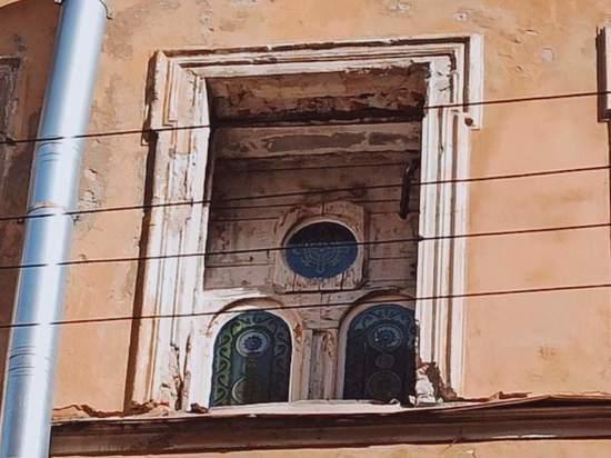 При ремонте дома на Петроградской обнаружились удивительные артефакты