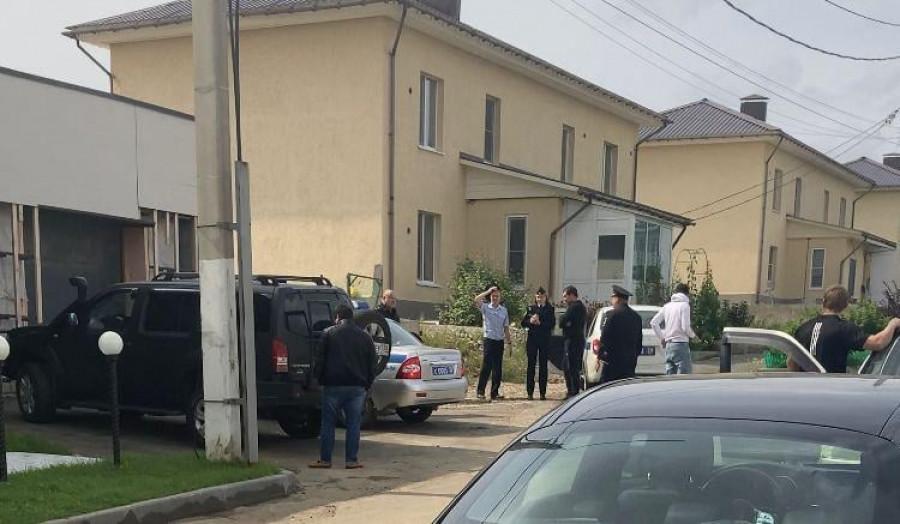 Петербургского журналиста задержали неизвестные при попытке отснять дом врио губернатора Иркутской области