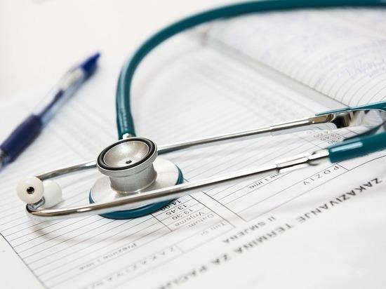 В Петербурге маленькую девочку госпитализировали с тяжелыми травмами