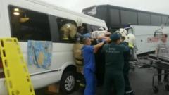 В Анапе лоб в лоб столкнулись два автобуса с людьми: кадры с места
