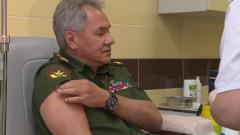 Опубликовано видео Шойгу в момент прививки от коронавируса