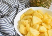 Врач назвал незаменимый фрукт для здоровья костей и волос