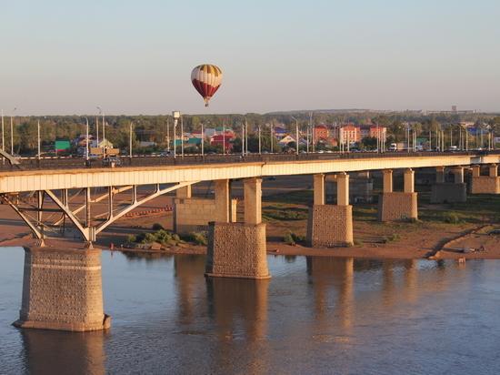 На новом мосту через Белую в Уфе сдвинули первый трехметровый пролет