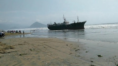 В Приморье тайфун выбросил на берег арестованный северокорейский траулер