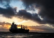 В Одессе затонувший танкер не могут поднять в течение года
