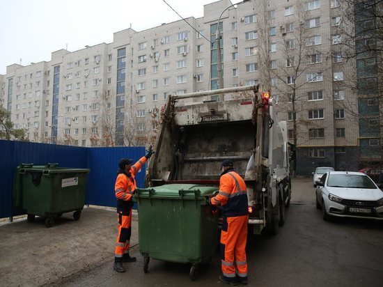 Кто должен мыть мусорные баки, рассказали волгоградцам