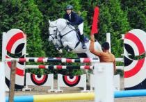Жертвой резвого коня стала молодая наездница в конюшне в селе Рыболово в Подмосковье
