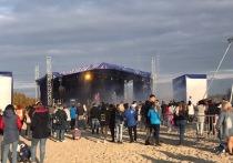Чумы и цветной дым: жители Нового Уренгоя празднуют День города на пляже