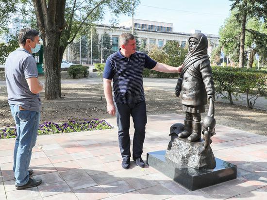 Андрей Бочаров посетил новое мемориальное место в Волгограде