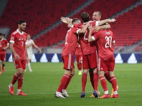 Сборная России обыграла Венгрию и возглавила таблицу своей группы