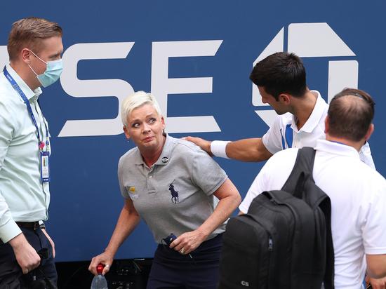 Теннисист Новак Джокович запулил мячом в судью и был изгнан с US Open