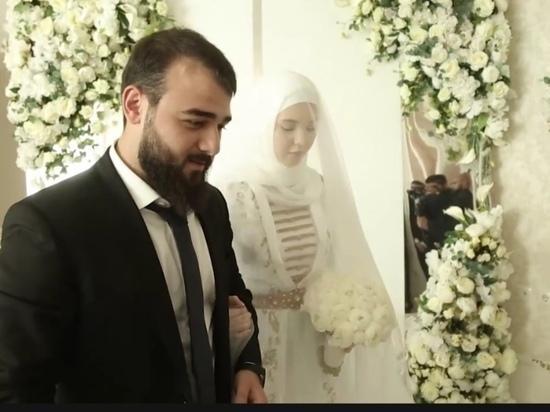 Вертолет с лепестками роз и стрельба: Кадыров показал свадьбу племянника