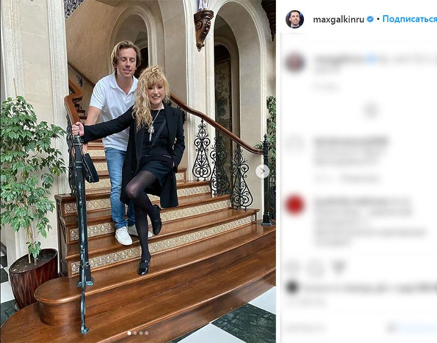 Пугачева и Галкин опровергли слухи о разводе игривыми фото