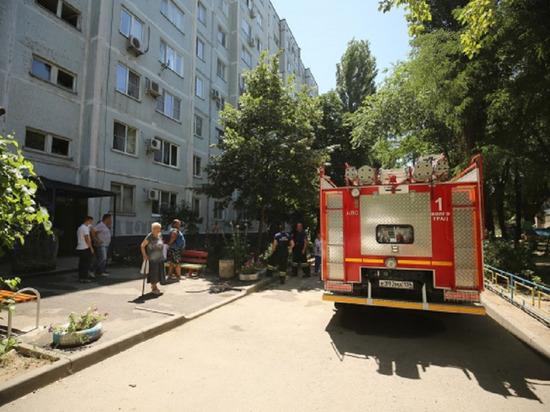 В Волжском днем загорелся балкон в многоэтажке