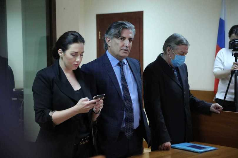 Приговор Михаилу Ефремову: онлайн из суда