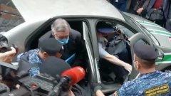 """Ефремов приехал в суд под крики """"Михаил не виноват!"""": кадры перед приговором"""