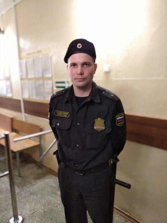 В Кировской области пристав спас многодетную семью из пожара