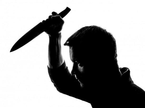 В подъезде одного из домов в Смоленске в пьяной ссоре зарезали мужчину