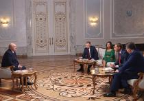 Сегодня утром десант из российских телевизионщиков взял интервью у белорусского президента Александра Лукашенко