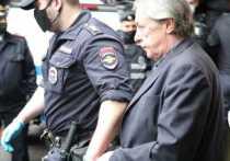 Получив приговор суда - 8 лет колонии общего режима, актер Михаил Ефремов наверняка думает о возможности УДО, условно-досрочного освобождения