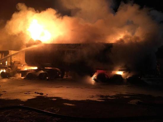 В Усть-Куте сгорели MAN с реасином и КамАЗ