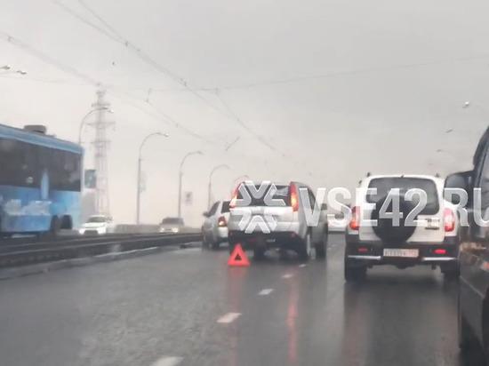 Тройное ДТП парализовало Кузнецкий мост в час пик
