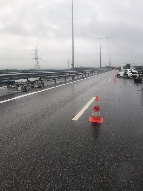 В Тверской области водитель иномарки врезался в разделительное ограждение