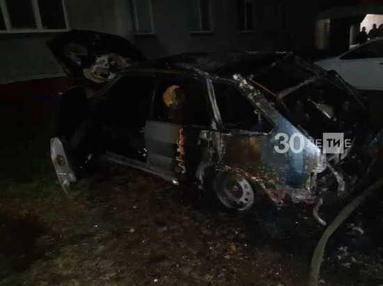 Ночью в одном из дворов Менделеевска сгорела легковушка