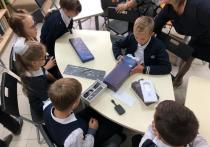 Ярославским школьникам на 1 сентября подарили смартбоксы от Сбербанка для подключения к школьной цифровой платформе