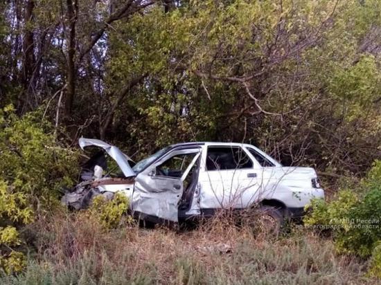 В Волгоградской области «десятка» опрокинулась в кювет, водитель погиб
