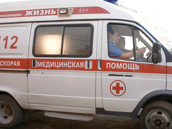 В Улан-Удэ молодой водитель врезался в электроопору и попал в больницу