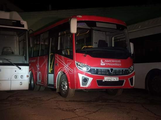 В Калуге выпустили на маршрут новые красные автобусы